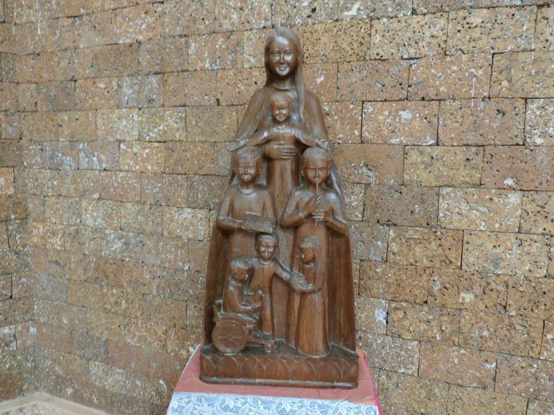 La statuette de Notre Dame du Cambodge